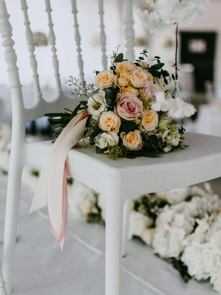 Hochzeit Tisch Dekoration Hellblau Brautstrauß