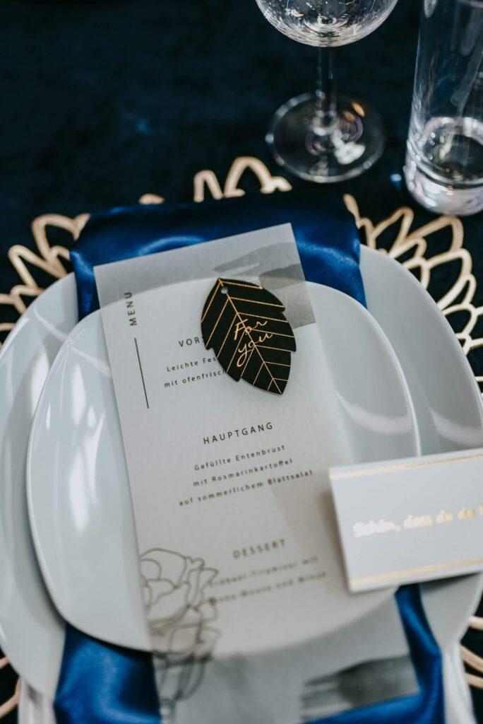 Hochzeit Tisch Dekoration blau gold Munükarte