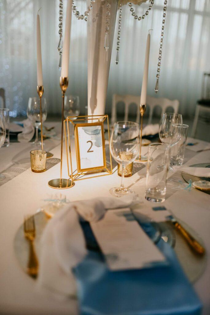 Hichzeit Tisch Dekoration Hellblau gold