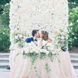Brautpaartisch Blumenwand